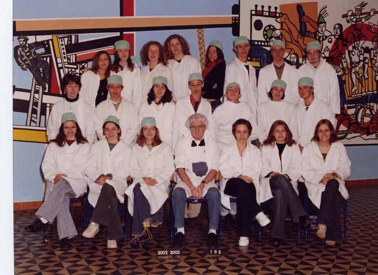 Qu\u0027elle idée originale de se mettre en blouse!!! On a assuré, c\u0027est une  photo de classe unique comme ca!