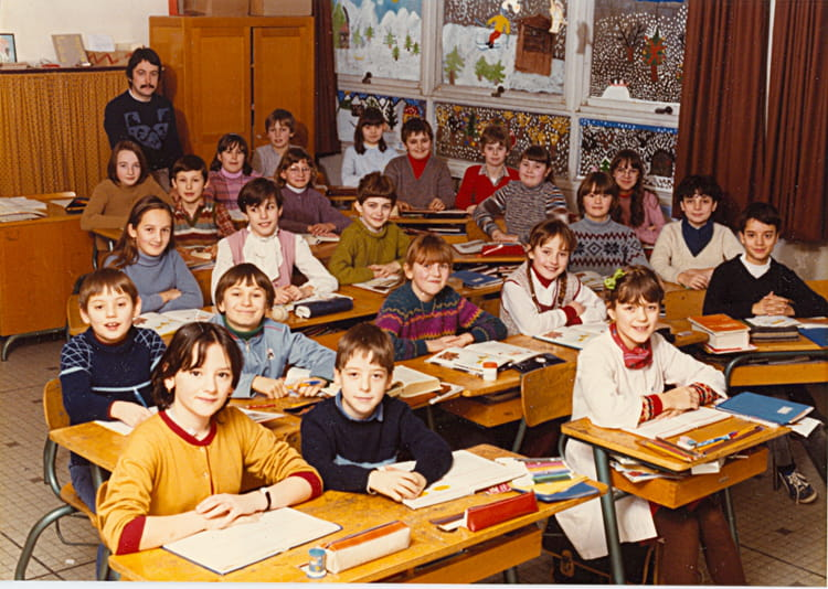 photo de classe cm2 de 1982 ecole p maitrot saint andre les vergers copains d 39 avant. Black Bedroom Furniture Sets. Home Design Ideas