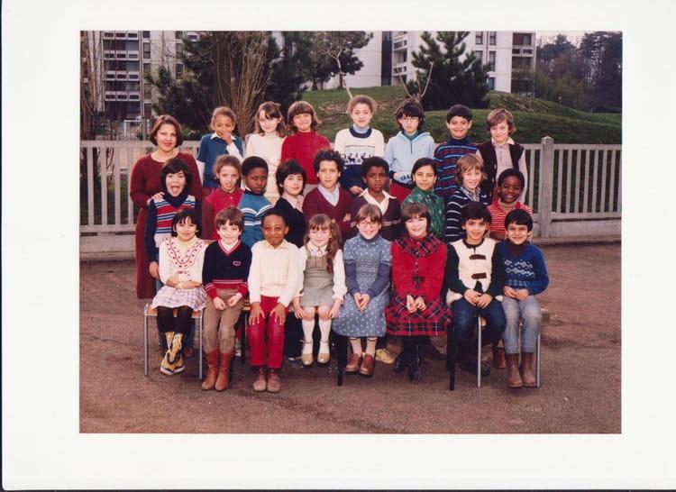 Photo de classe CM1 de 1985, Ecole Louis Pergaud (Sainte Genevieve Des Bois) Copains d'avant # Auto Ecole Sainte Genevieve Des Bois