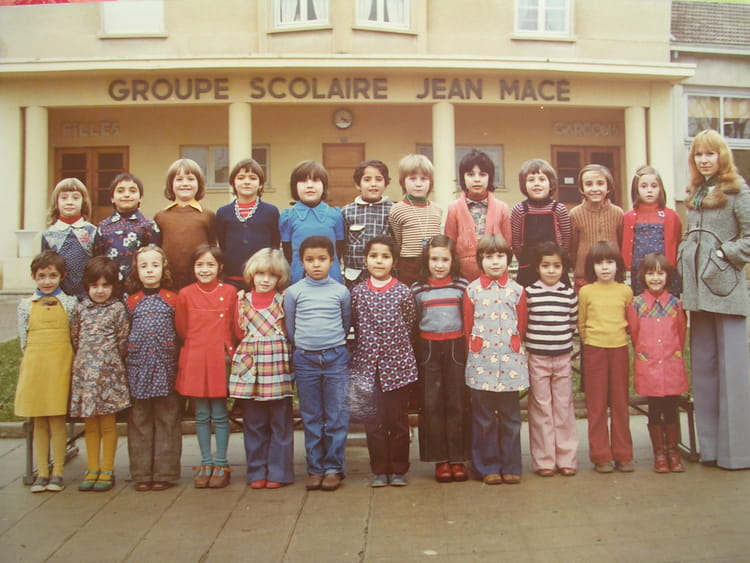 photo de classe cp de 1976 ecole jean mace villefranche sur saone copains d 39 avant. Black Bedroom Furniture Sets. Home Design Ideas