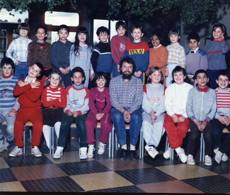photo de classe ce2 de 1985 ecole jean rostand bourgoin jallieu copains d 39 avant. Black Bedroom Furniture Sets. Home Design Ideas