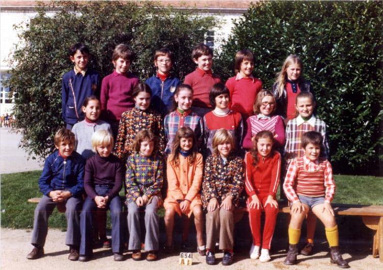 photo de classe lathus cm2 1976 de 1976 ecole abel thevenet copains d 39 avant. Black Bedroom Furniture Sets. Home Design Ideas