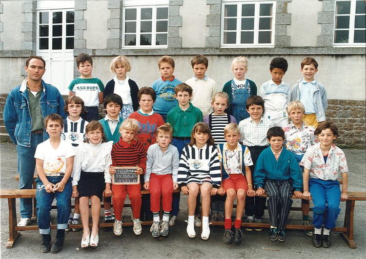 photo de classe 1987 1988 de 1987 ecole de villeneuve saint germain en cogles copains d 39 avant. Black Bedroom Furniture Sets. Home Design Ideas