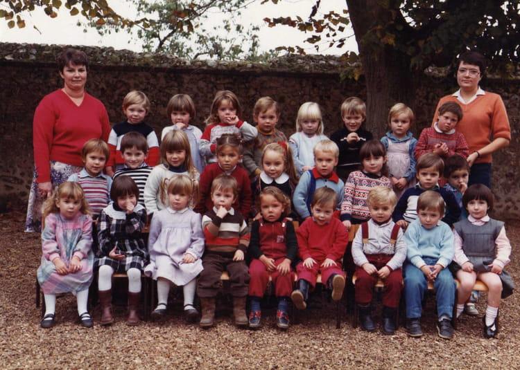 photo de classe maternelle de 1984 ecole fontaine la guyon fontaine la guyon copains d 39 avant. Black Bedroom Furniture Sets. Home Design Ideas
