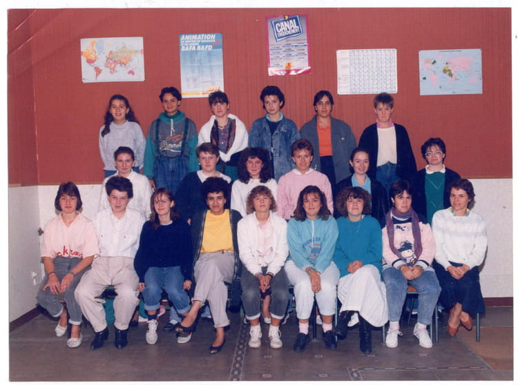 photo de classe employee de bureau notre dame de 1987 lpo. Black Bedroom Furniture Sets. Home Design Ideas