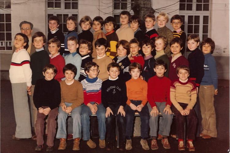 photo de classe cm2 ecole saint jean libourne 1980 de 1980 ecole saint jean libourne. Black Bedroom Furniture Sets. Home Design Ideas