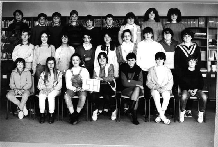 Photo De Classe 5eme H De 1984 College La Neustrie Copains D Avant