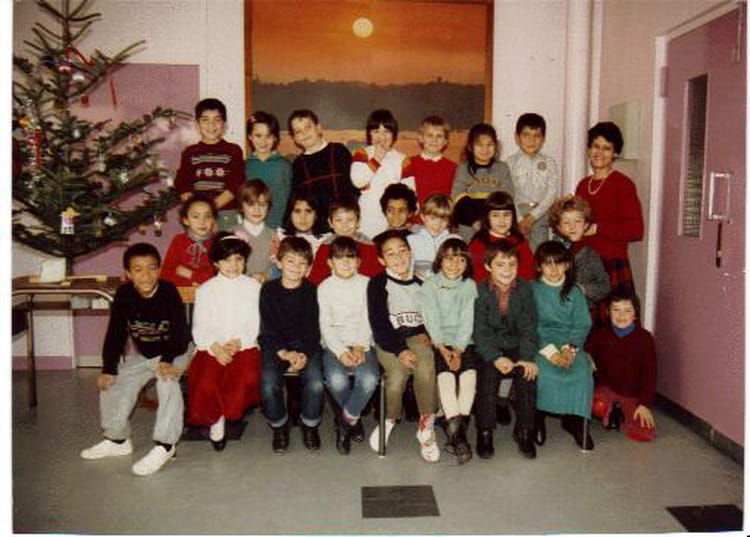 photo de classe ce1 de 1986 ecole jacques prevert villefranche sur saone copains d 39 avant. Black Bedroom Furniture Sets. Home Design Ideas