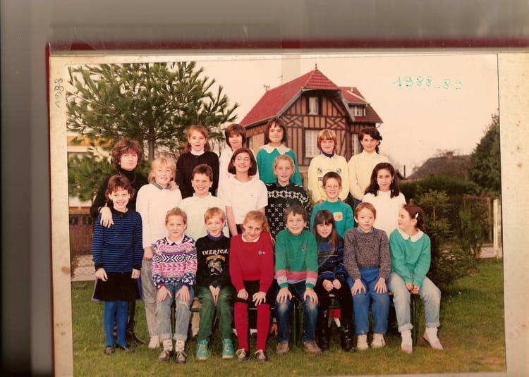 Photo De Classe Cm2 De 1989 Ecole Louis Aragon Gainneville