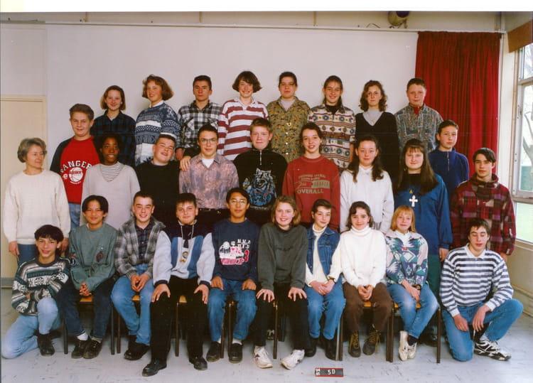 photo de classe 5eme d de 1994 coll ge valcourt copains d 39 avant. Black Bedroom Furniture Sets. Home Design Ideas