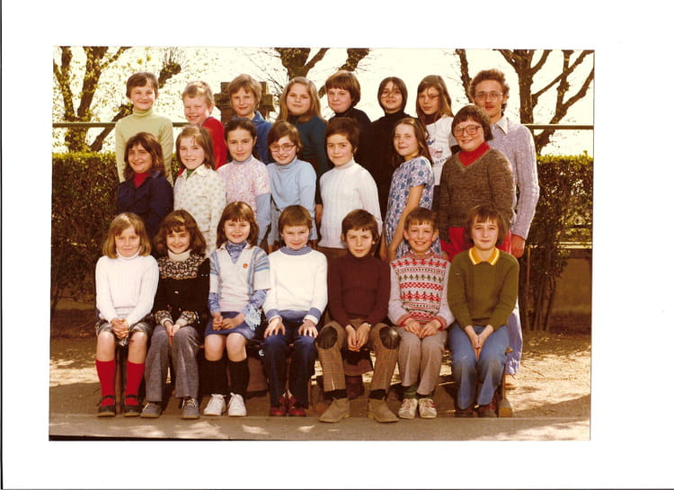 photo de classe cm1 de 1977 ecole v hauy saint just en chaussee copains d 39 avant. Black Bedroom Furniture Sets. Home Design Ideas