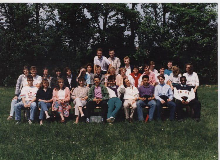photo de classe ah la terminale b de 1988 lyc e louis thuillier copains d 39 avant. Black Bedroom Furniture Sets. Home Design Ideas