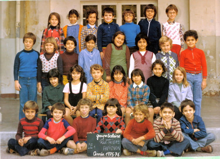 photo de classe ce1 rue thiers avignon de 1975 ecole elem thiers copains d 39 avant. Black Bedroom Furniture Sets. Home Design Ideas