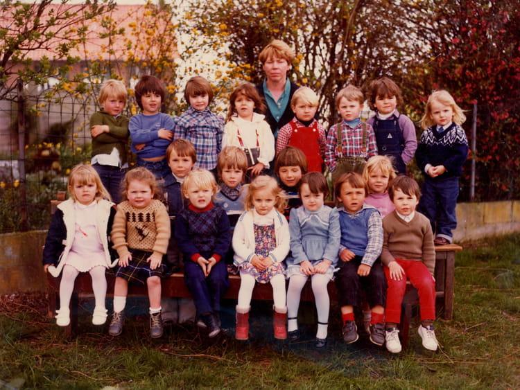 photo de classe maternelle de 1982 ecole saint christophe bethune copains d 39 avant. Black Bedroom Furniture Sets. Home Design Ideas