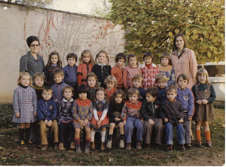 photo de classe maternelle de 1977 ecole jean guillebaud neuvy saint sepulchre copains d 39 avant. Black Bedroom Furniture Sets. Home Design Ideas