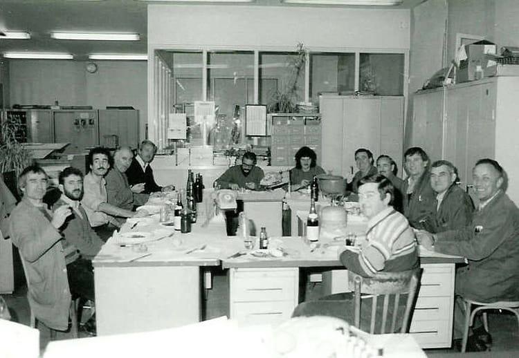photo de classe un repas au bureau d 39 etudes sncf de b ziers de 1985 sncf copains d 39 avant. Black Bedroom Furniture Sets. Home Design Ideas
