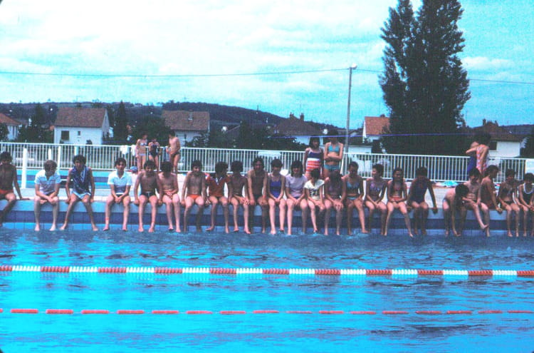 Photo de classe rencontre vieux fresnes 8 mai la piscine for Piscine fresnes