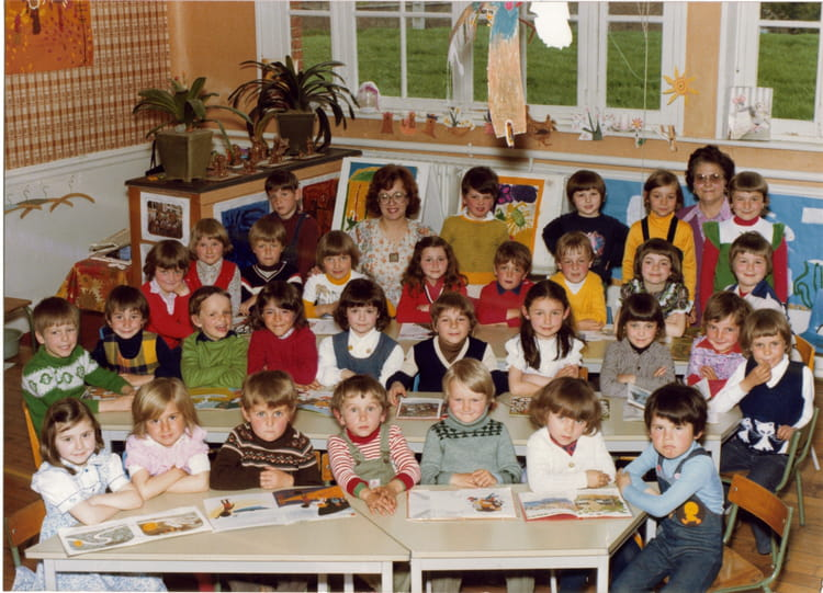 photo de classe preparatoire de 1978 ecole jacques beauvez jussy copains d 39 avant. Black Bedroom Furniture Sets. Home Design Ideas