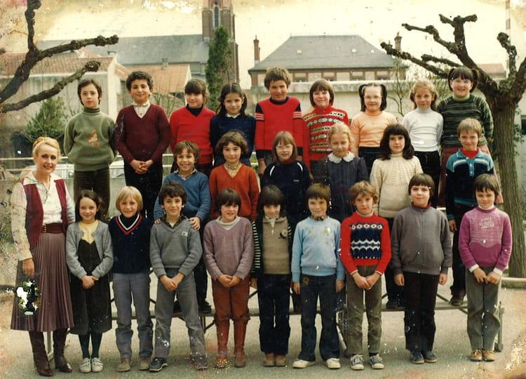 photo de classe ce2 1981 82 de 1981 ecole pierre guillard vic en bigorre copains d 39 avant. Black Bedroom Furniture Sets. Home Design Ideas