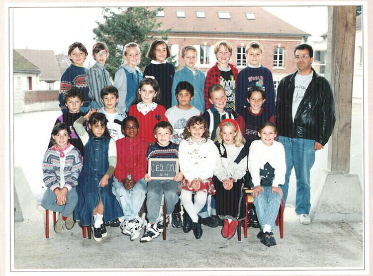 photo de classe ce2 de 1996 ecole claude debussy neuilly en thelle copains d 39 avant. Black Bedroom Furniture Sets. Home Design Ideas