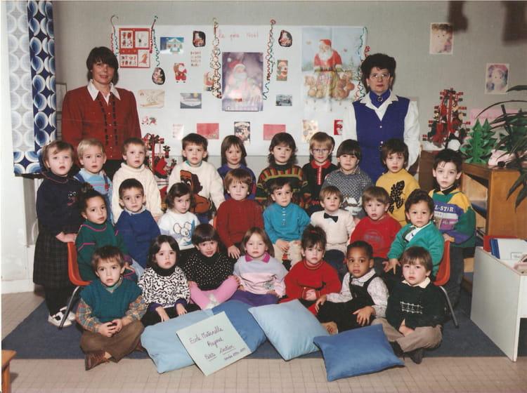 photo de classe petite section de maternelle de 1990 ecole aujard nemours copains d 39 avant. Black Bedroom Furniture Sets. Home Design Ideas