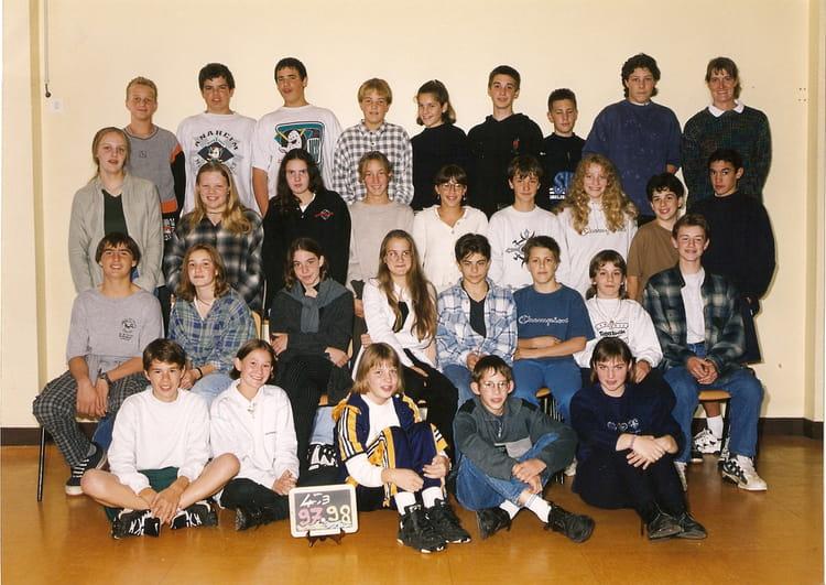 photo de classe 4 3 de 1997 coll ge l 39 oiseau blanc copains d 39 avant. Black Bedroom Furniture Sets. Home Design Ideas