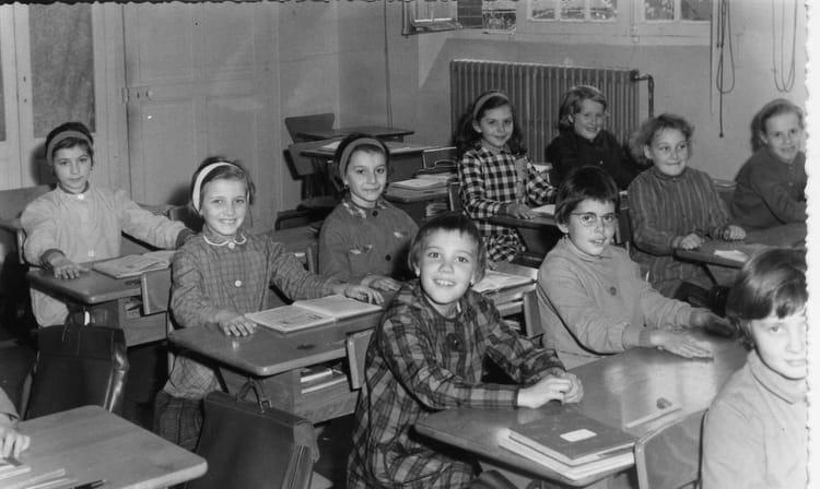 photo de classe cm1 de 1964 ecole martineau des chesnez auxerre copains d 39 avant. Black Bedroom Furniture Sets. Home Design Ideas