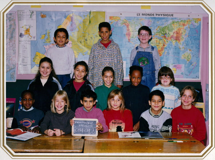 photo de classe cm2 de 1995 ecole montaigu melun copains d 39 avant. Black Bedroom Furniture Sets. Home Design Ideas