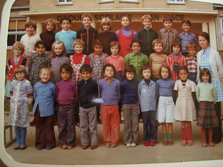 photo de classe ce1 de 1977 ecole jean mace villefranche sur saone copains d 39 avant. Black Bedroom Furniture Sets. Home Design Ideas