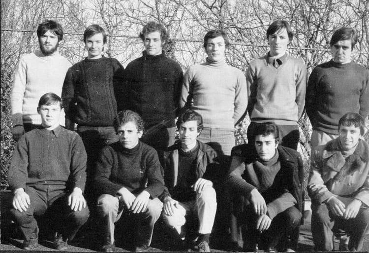 photo de classe quipe de handball 1971 de 1971 lyc e. Black Bedroom Furniture Sets. Home Design Ideas