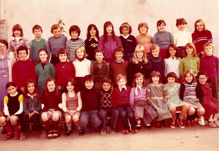 Photo de classe CM2 1977 de 1977, Ecole Notre Dame (La Ville Du Bois) Copains d'avant # Ecole Notre Dame La Ville Du Bois