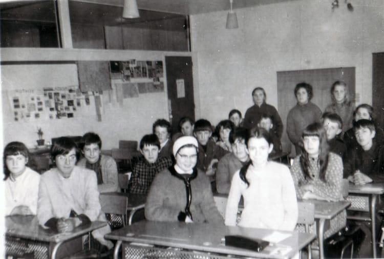 photo de classe college de 1971 coll ge l 39 oiseau blanc copains d 39 avant. Black Bedroom Furniture Sets. Home Design Ideas