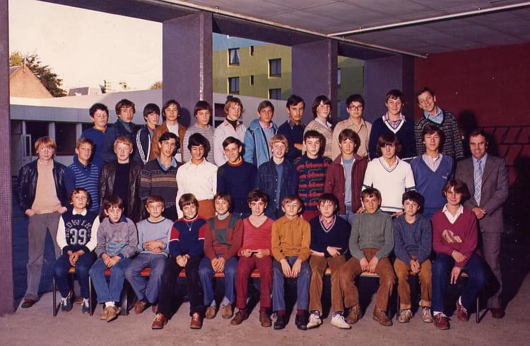 photo de classe cap electro mecanique de 1984 lyc e professionnel jacquard copains d 39 avant. Black Bedroom Furniture Sets. Home Design Ideas