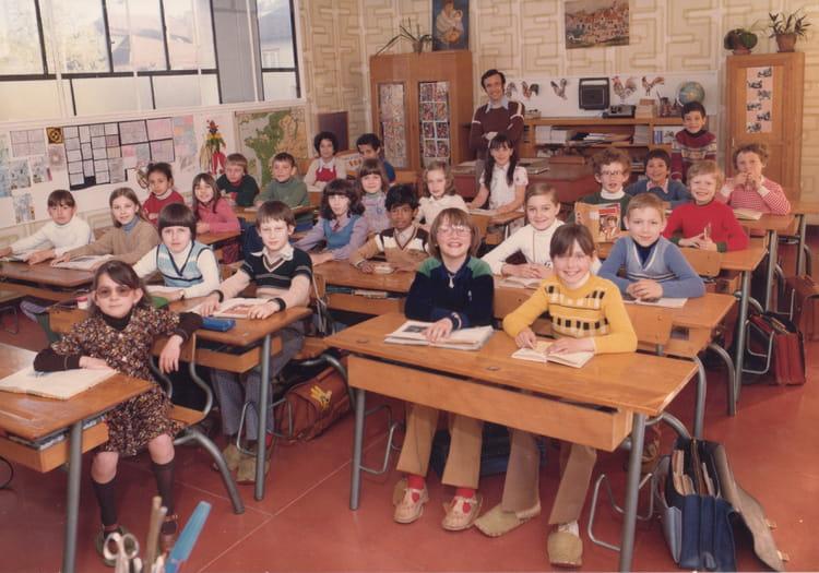 photo de classe cm1 de 1978 ecole pierre brossolette saint dizier copains d 39 avant. Black Bedroom Furniture Sets. Home Design Ideas