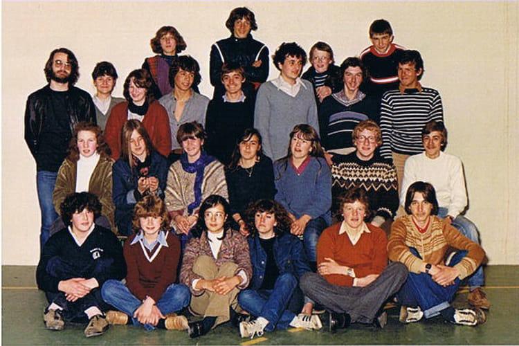 photo de classe 3 me 1980 81 de 1980 coll ge l 39 oiseau blanc copains d 39 avant. Black Bedroom Furniture Sets. Home Design Ideas