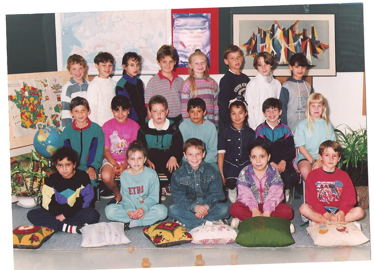 photo de classe ce2 de 1994 ecole jean bonis melun copains d 39 avant. Black Bedroom Furniture Sets. Home Design Ideas