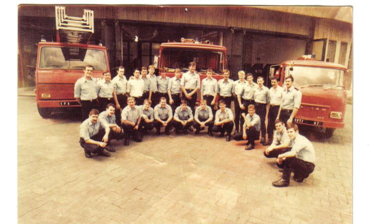 Photo de classe cs la d fense de 1983 villeneuve st for Salon o d ange saint georges des gardes