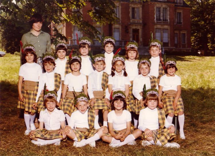 Photo de classe Ecole notre dame de 1978, Ecole Notre Dame (La Ville Du Bois) Copains d'avant # Ecole Notre Dame La Ville Du Bois