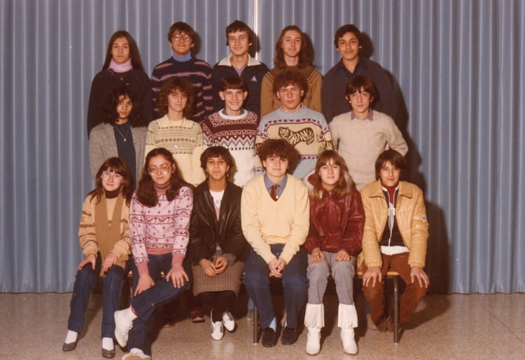 photo de classe 3eme de 1980 coll ge pont de vivaux copains d 39 avant. Black Bedroom Furniture Sets. Home Design Ideas