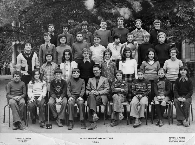 photo de classe 5eme rouge de 1976 coll ge saint gr goire copains d 39 avant. Black Bedroom Furniture Sets. Home Design Ideas