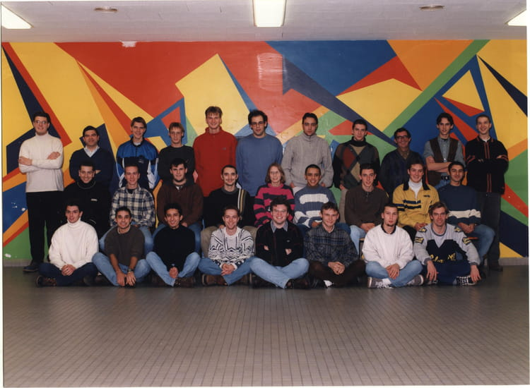 photo de classe ts2el de 1998 lyc e charles jully copains d 39 avant. Black Bedroom Furniture Sets. Home Design Ideas
