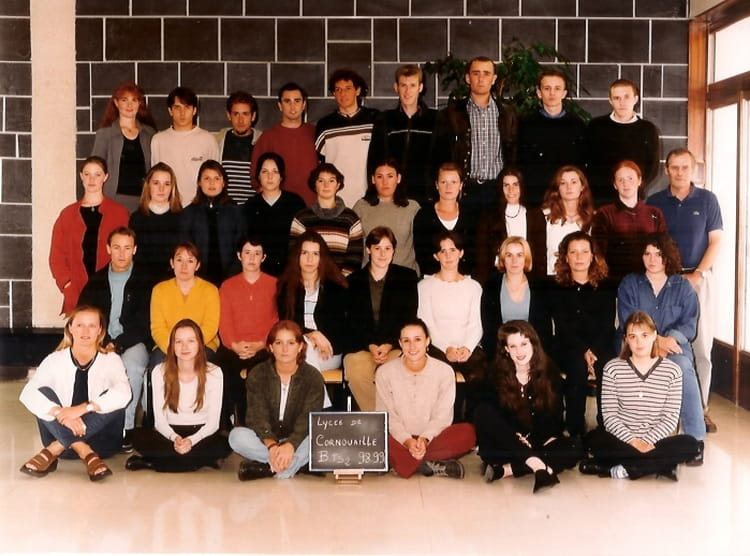 photo de classe bts 2 de 1998 bts action commerciale lyc e de cornouaille quimper copains d 39 avant. Black Bedroom Furniture Sets. Home Design Ideas