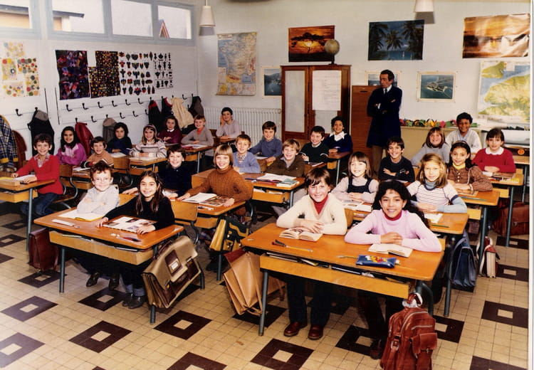 photo de classe cm2 de 1982 ecole jacques monod saint pierre les elbeuf copains d 39 avant. Black Bedroom Furniture Sets. Home Design Ideas