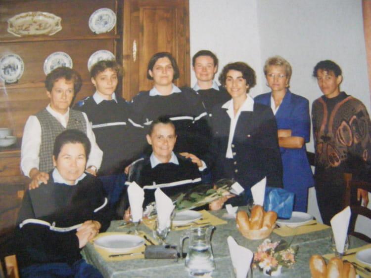 Photo de classe repas entre femmes de l 39 tat major de 1996 for Repas entre copains