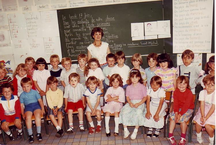 photo de classe moyens de 1985 ecole jules michelet bethune copains d 39 avant. Black Bedroom Furniture Sets. Home Design Ideas