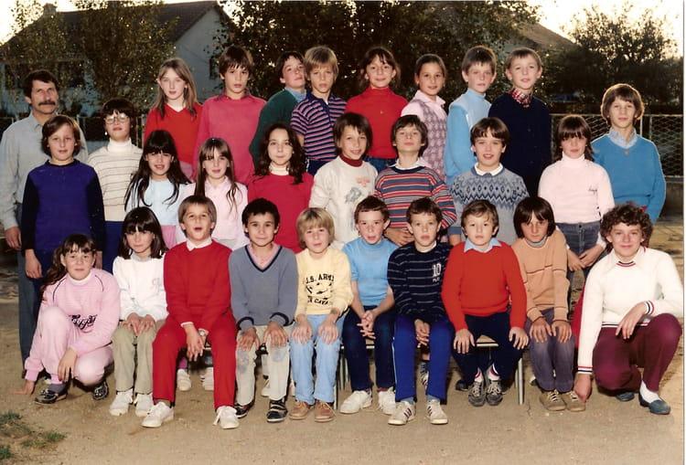 Photo de classe classe de cm2 de 1983 ecole jacques for R carrelage fontaine le comte