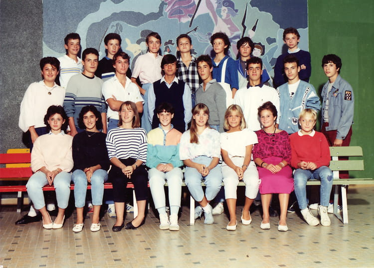 photo de classe roissy en brie ces delacroix 3e2 de 1985 coll ge eug ne delacroix copains d 39 avant. Black Bedroom Furniture Sets. Home Design Ideas