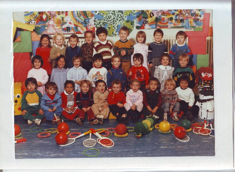 photo de classe ecole maternelle de 1986 ecole jean zay villefranche sur saone copains d 39 avant. Black Bedroom Furniture Sets. Home Design Ideas