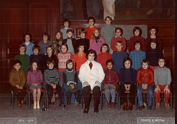 photo de classe 5 eme de 1974 lyc e jacques decour. Black Bedroom Furniture Sets. Home Design Ideas