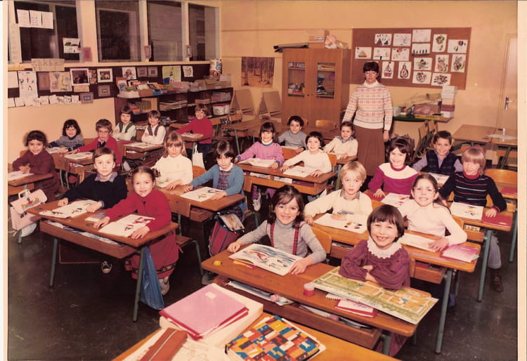photo de classe cp de 1982 ecole claude debussy copains d 39 avant. Black Bedroom Furniture Sets. Home Design Ideas